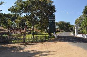 Left turn to the Safari Beach Lodge