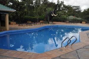 Kudo Camping, cool swimming pool and bar