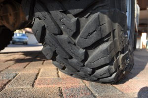Toyo 255/85R16 MT's tread blocks front view