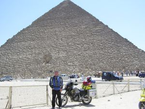 Lodie at the Giza pyramids